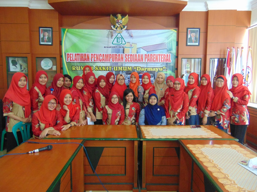 In House Training Pelatihan Pencampuran Sediaan Parenteral